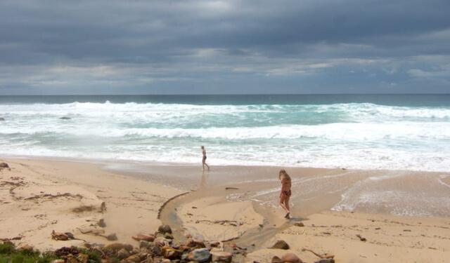 the thao bãi biển kiểu úc cởi hết quần áo
