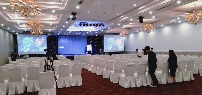 Nhiều sự kiện có quy mô lớn sử dụng backdrop làm màn hình chiếu cao cấp