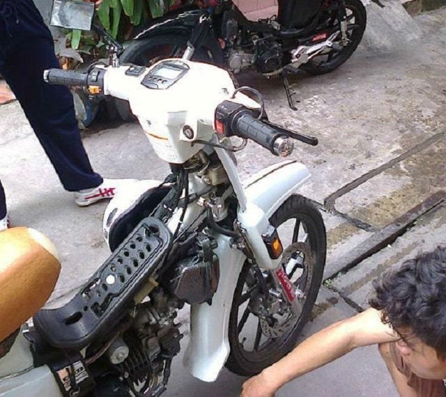 có nên tháo yếm xe máy khi sử dụng (2)
