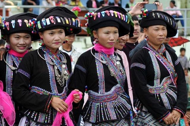 trang phục dân tộc bố y (1)